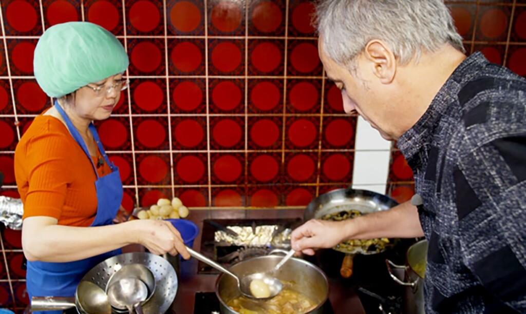 """Le-Phung Banh ist nicht nur Inhaberin des Restaurants """"China King"""", sondern packt auch überall an, wo Hilfe nötig ist, und wenn es in der Küche beim Zubereiten der Menüs ist."""