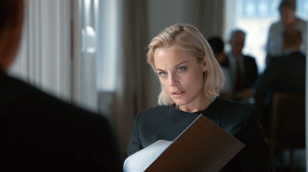 Anwältin Rebecka Martinsson (Ida Engvoll) steht in Stockholm vor einer großen Karriere.