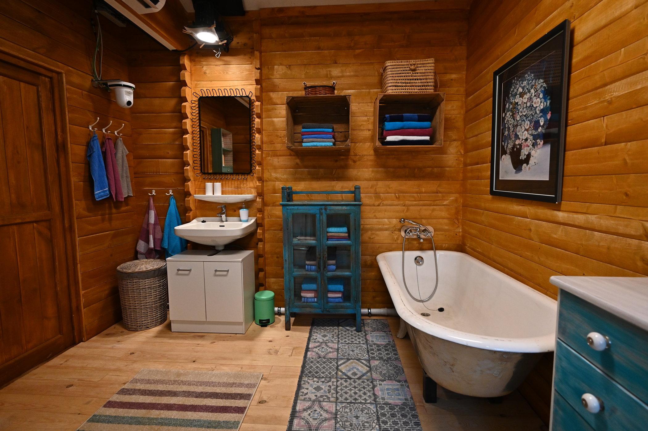 Big Brother 20 – Das Badezimmer im Blockhaus › STARSonTV