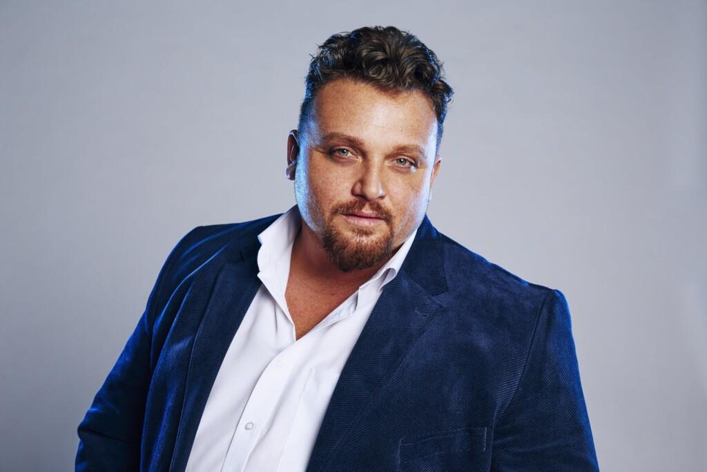 """Menown Fröhlich zieht bei """"Big Brother"""" ein."""