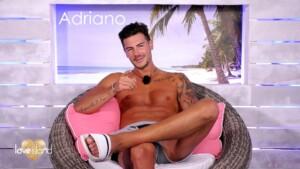 """Love Island 2021 Tag 4 - Adriano ist der selbsternannte """"Dottore d'Amore"""""""