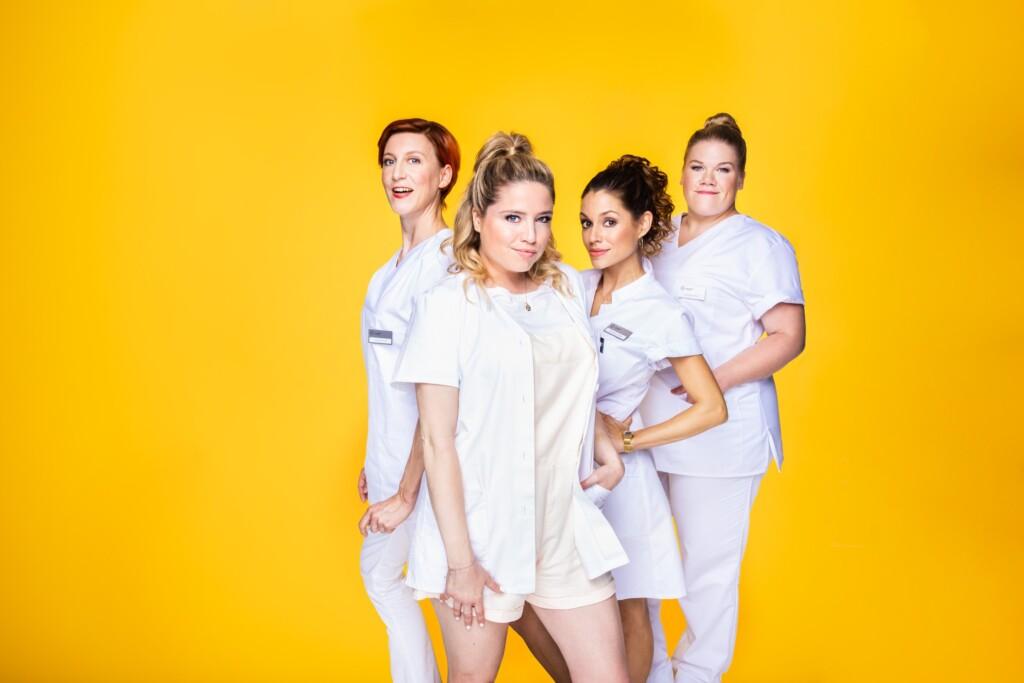 V.l.: Trudi (Mareile Blendl), Micki (Caroline Maria Frier), Charly (Anna Julia Antonucci), Doro (Gisa Flake)