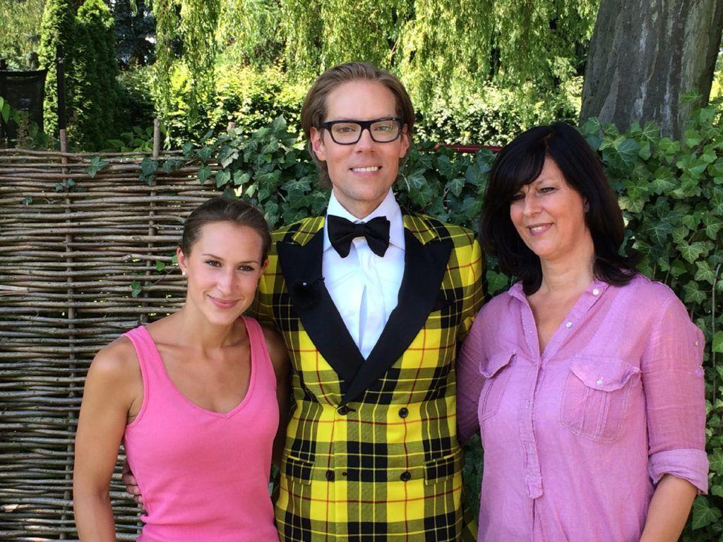 Jens Hilbert mit Lisa (l.) und Andrea Meyer von Glücksmomente e.V.