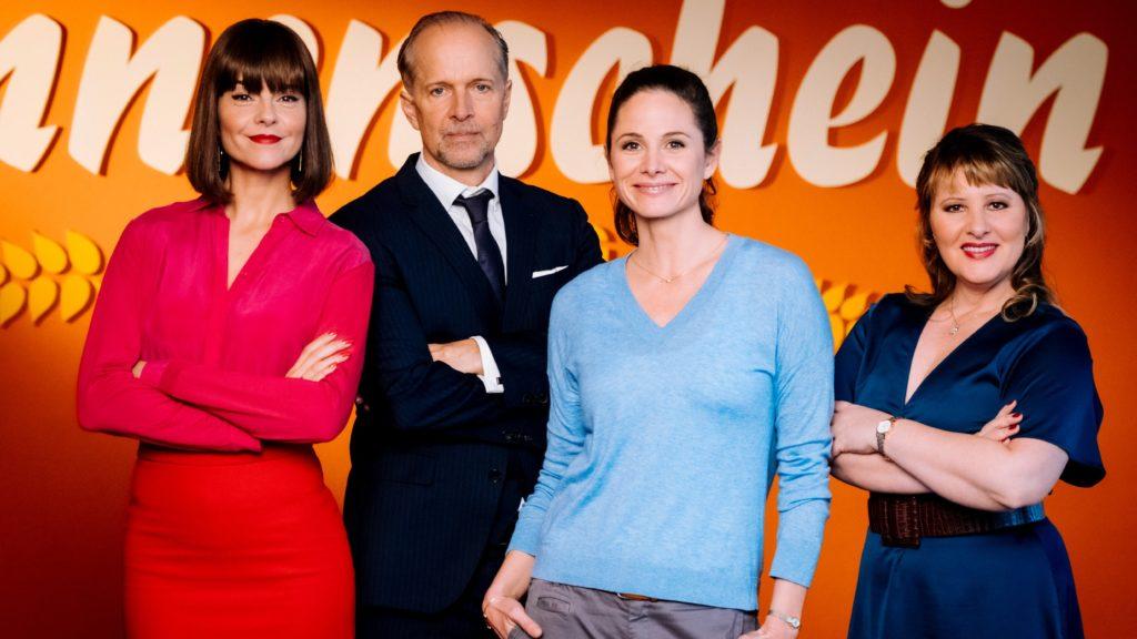 """Die Hauptrollen in der 2. Staffel der RTL-Sitcom """"Sekretärinnen - Überleben von 9 bis 5!"""" spielen (v.l.) Susan Hoecke als Nicole Sane, Jochen Horst als Berger, Ellenie Salvo González als Katja Neumann und Nina Vorbrodt als Melanie Wiegand."""