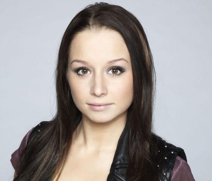 Nun will sie 2014 erneut als Musikerin durchstarten! Oonagh so nennt sich Senta.