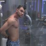 Big Brother 2020 - Serkan unter der Dusche