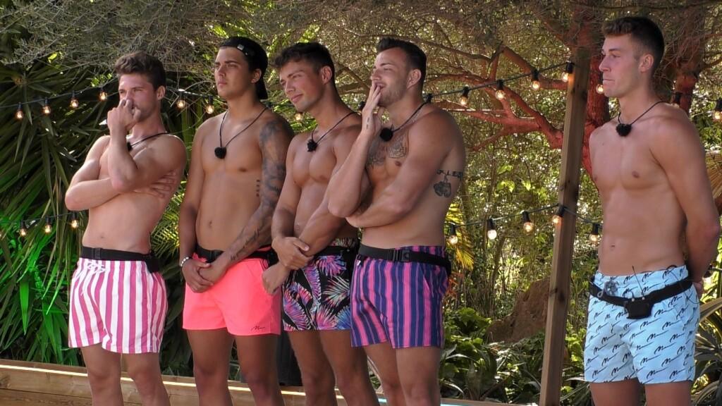 Love Island 2020 Tag 11 - Die Jungs beim Kuss-Spiel