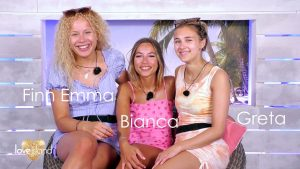 Love Island 2021 Tag 15 - Strahlende Islanderinnen in der Strandhütte