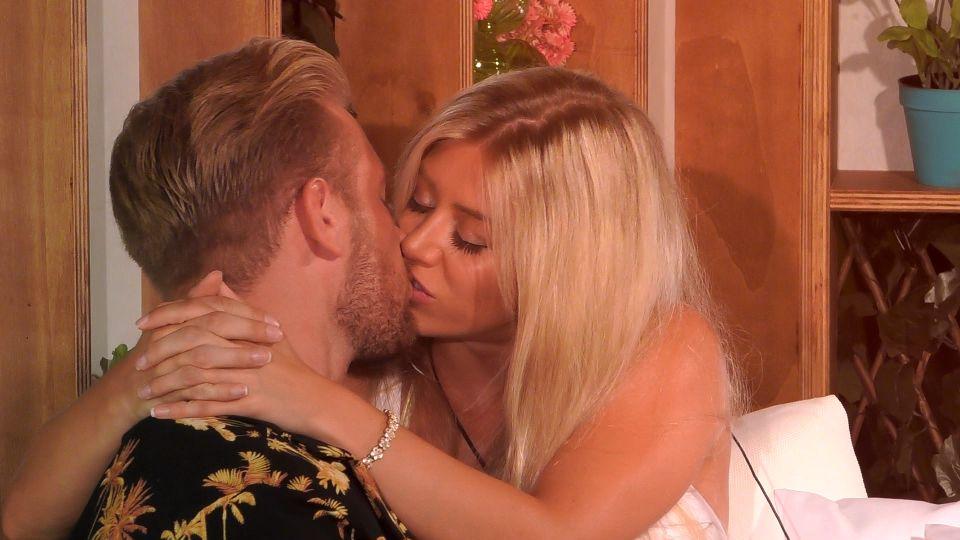 Love Island 2020 Tag 21 - Erster Kuss zwischen Chiara und Melvin