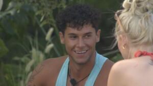 Love Island 2021 Tag 3 - Dennis hat ein Auge auf Lena geworfen