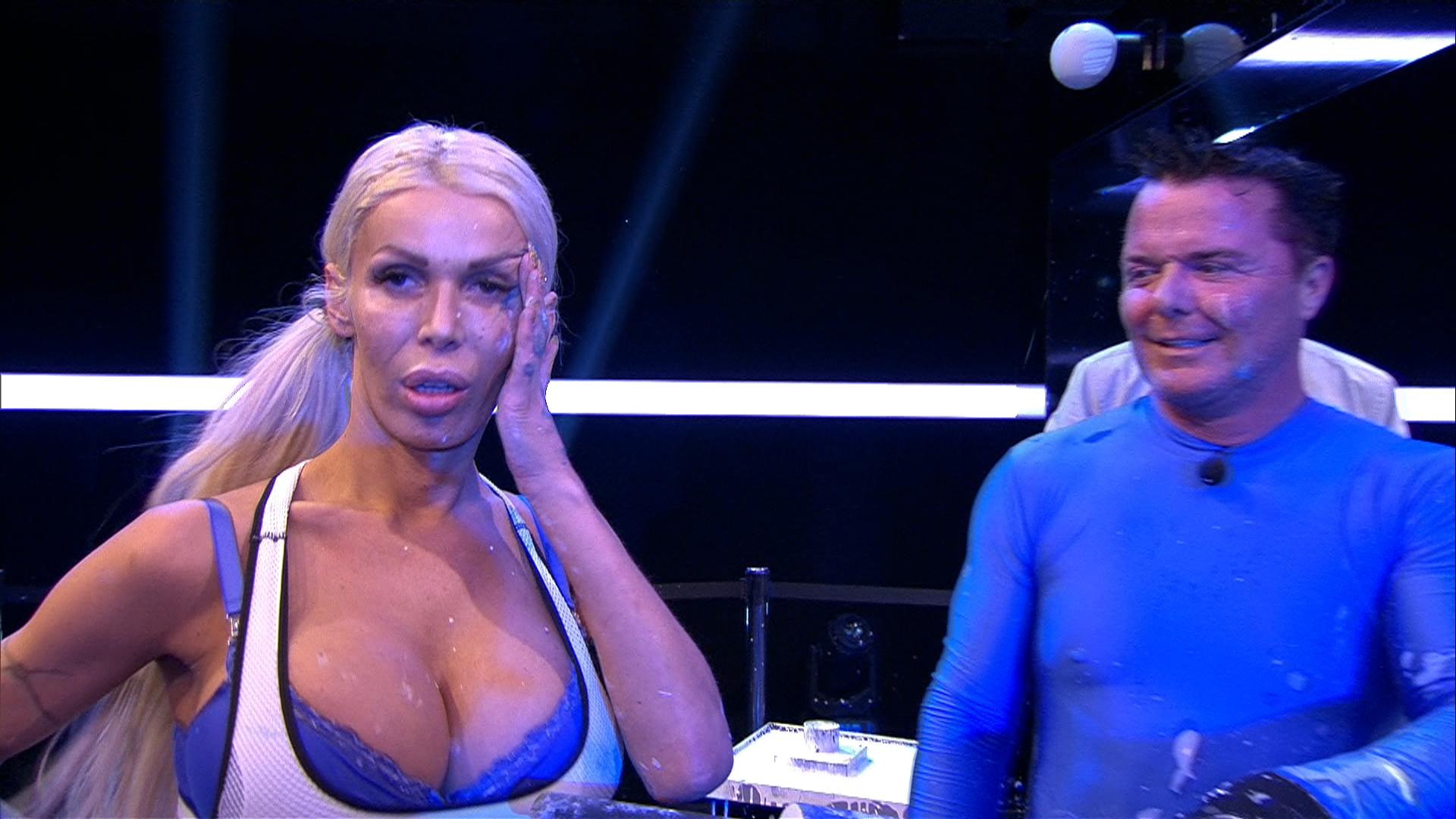 Promi Big Brother 2016 Tag 3 - Edona verletzt sich beim Duell