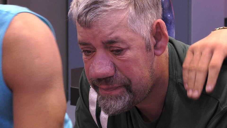 Promi Big Brother - Uwe Abel geht es nicht gut. Eric tröstet.