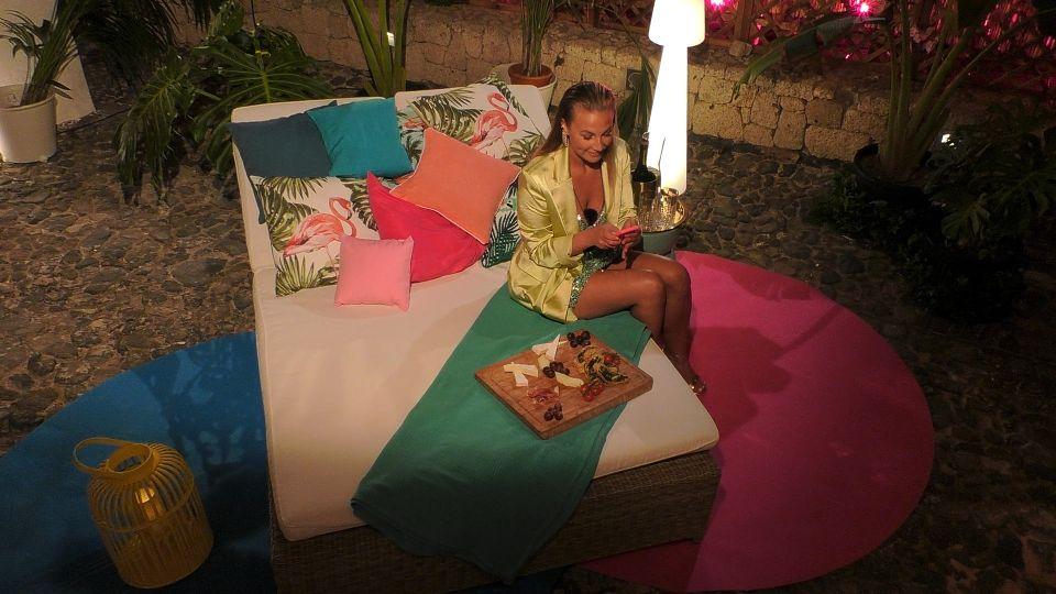 Love Island 2021 Tag 5 - Kathi wartet in der Private-Suite auf ein Date