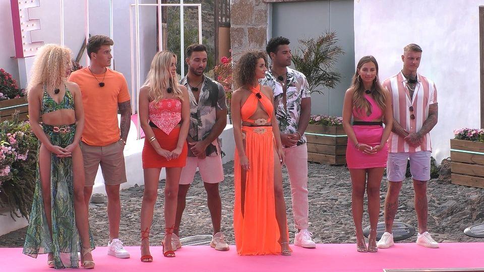 Die vier neuen Love Island-Couples: Finn Emma und Fynn, Nicole und Alex, Julia und Amadu, Bianca und Paco (v. li.).
