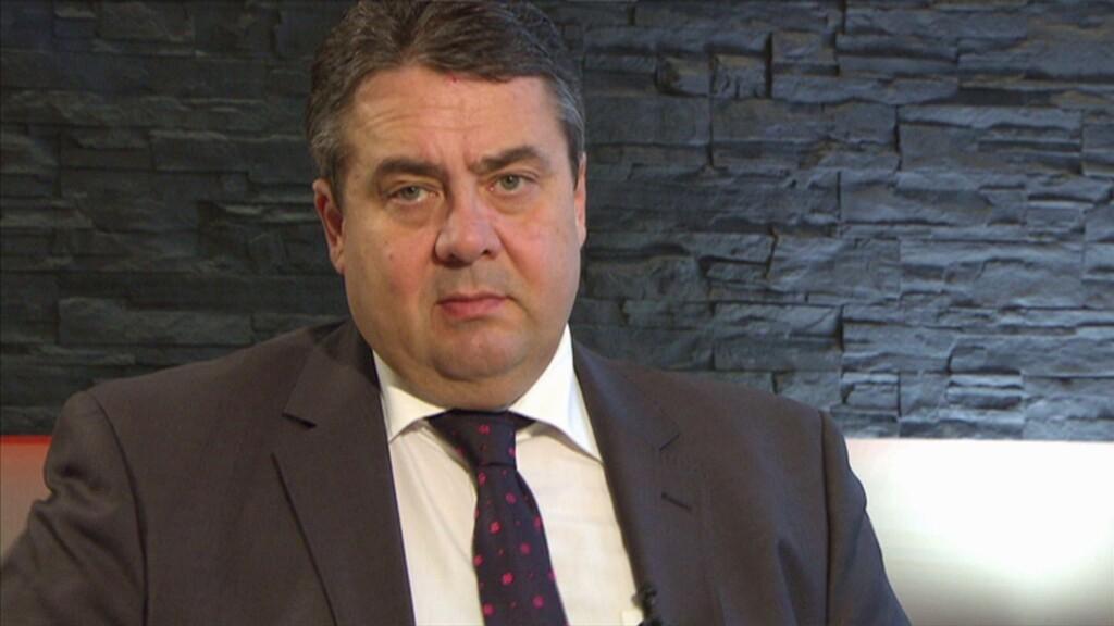 """Einen Tag nach seinem kontrovers diskutierten Interview mit """"heute journal""""-Moderatorin Marietta Slomka hat SPD-Parteichef Sigmar Gabriel seinen TV-Auftritt verteidigt."""