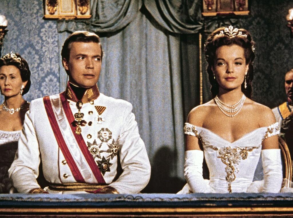 Sissi (Romy Schneider) und Franz Josef (Karlheinz Böhm) besuchen die Mailänder Scala.