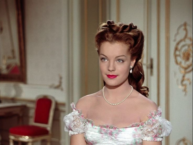 """""""Sissi"""" ist ein glanzvoll ausgestatteter Historienfilm, in dem Romy Schneider und Karlheinz Böhm das Traumpaar des deutschen Films der 1950er Jahre verkörpern."""