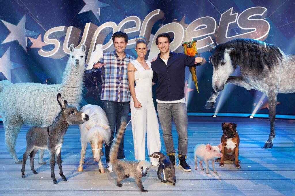 """Michelle Hunziker, Felix Neureuther und Lutz van der Horst suchen in der neuen SAT.1-Show """"Superpets"""" das talentierteste Haustier der Welt."""