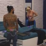Big Brother Tag 1 - Sharon zieht sich um