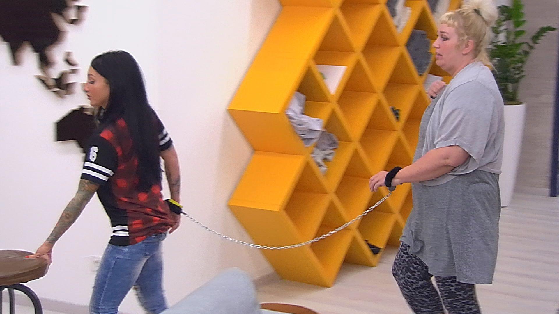 Big Brother Tag 37 - Lusy und Asa sind aneinander gekettet