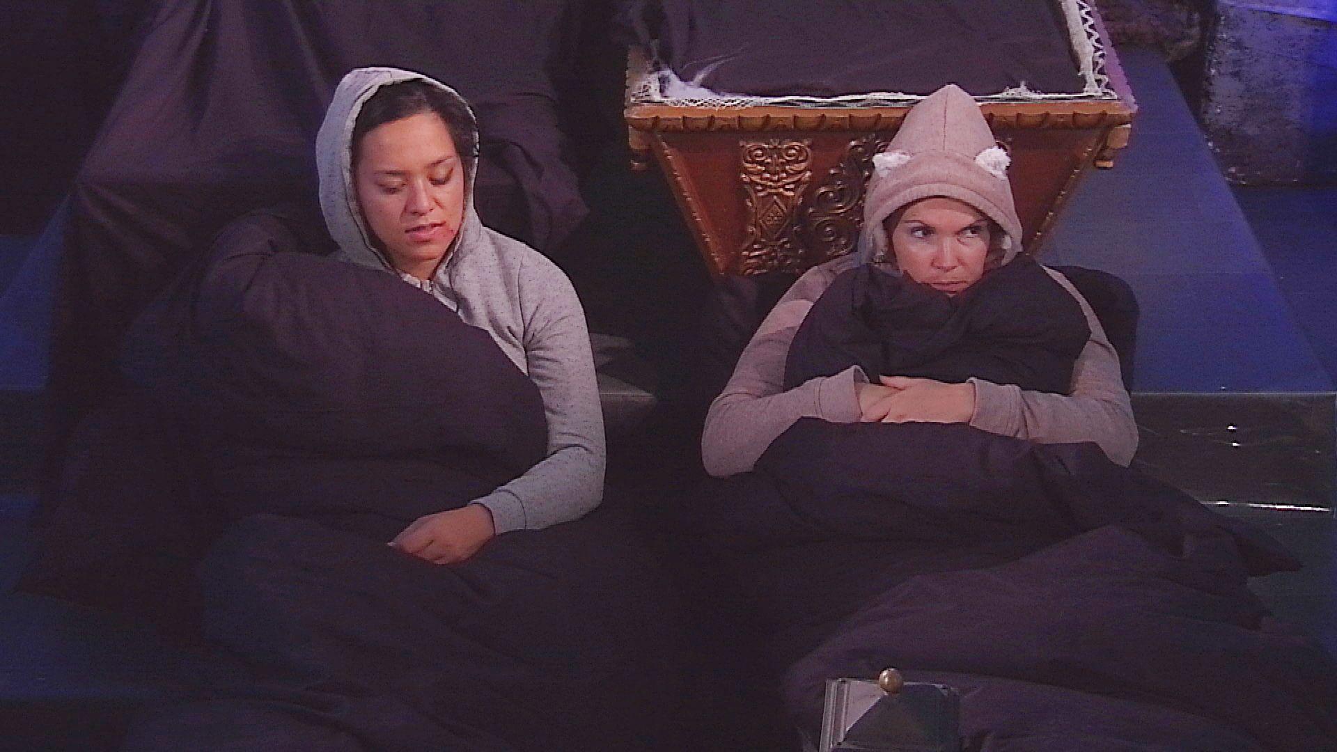 Big Brother Tag 40 - Maria und Bianca im Halloween-Secret-Room