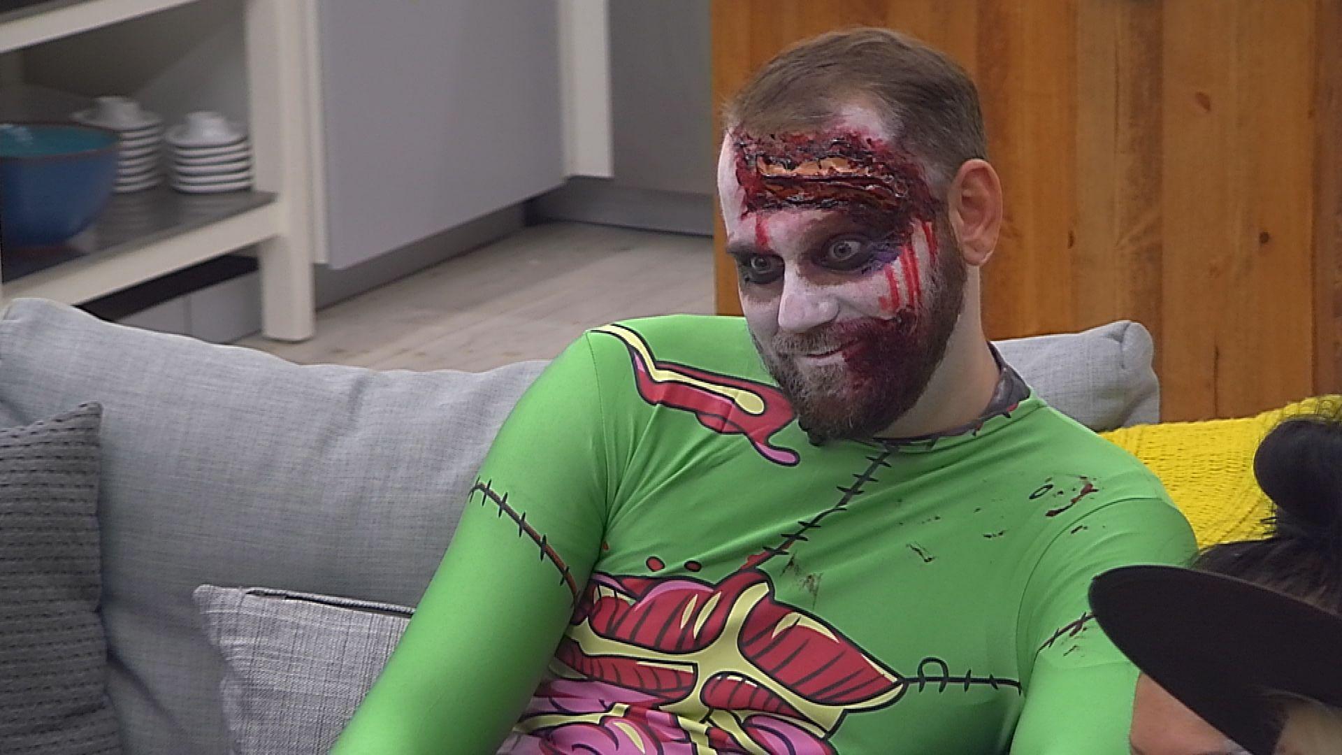 Big Brother Tag 40 - Thomas in seinem Halloweenkostüm