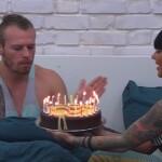 Big Brother Tag 51 – Dennis klatscht die Kerzen aus