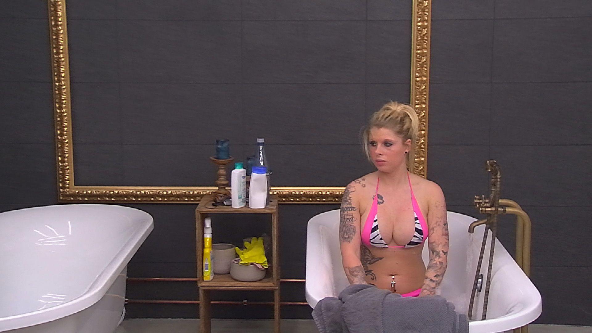 Big Brother Tag 58 - Sharon gönnt sich ein Bad