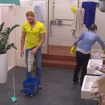 Big Brother Tag 69 - Guido wischt das Bad