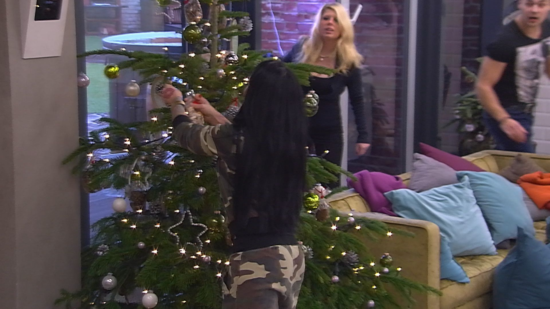 Big Brother Tag 86 - Lusy findet die letzte goldene Nuss