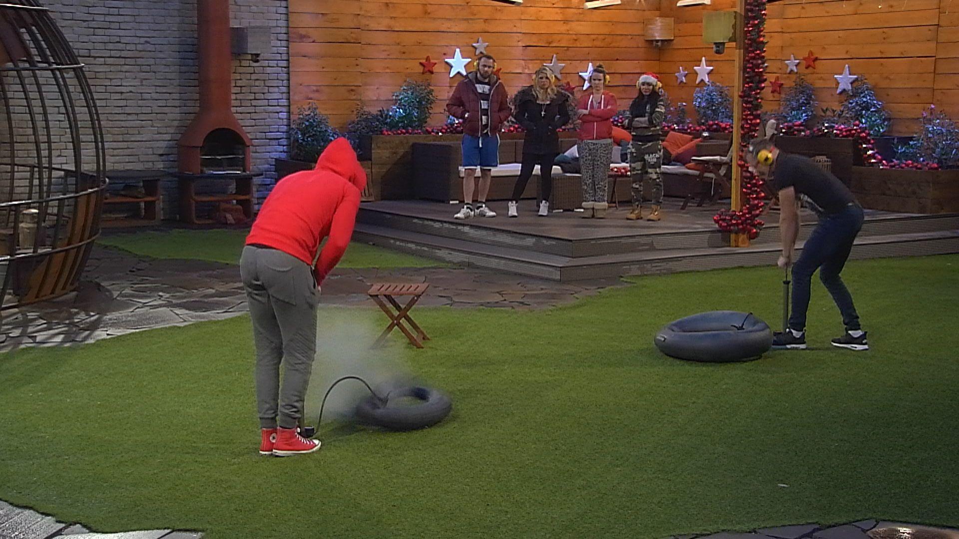 Big Brother Tag 86 - Christian und Guido beim Match Pumpen