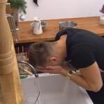 Big Brother Tag 87 - Christian wäscht sich in der Küche