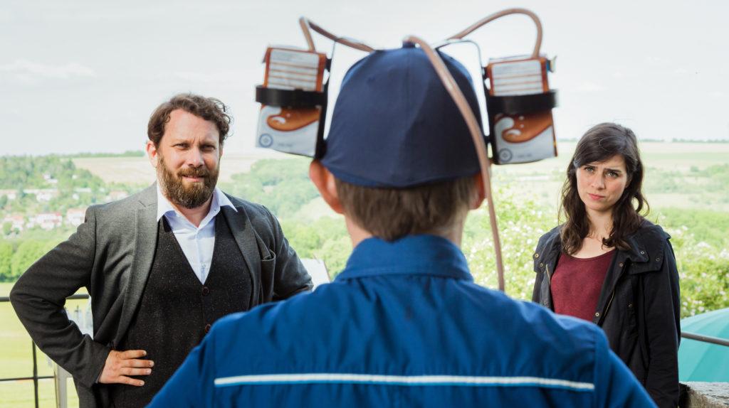 Kira Dorn (Nora Tschirner) und Lessing (Christian Ulmen) wollen von Lupo (Arndt Schwering-Sohnrey) eine ordentliche Täter- und Fahrzeugbeschreibung haben.