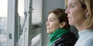 Elsa Bronski (Hannelore Elsner, li.) und Anna Janneke (Margarita Broich).