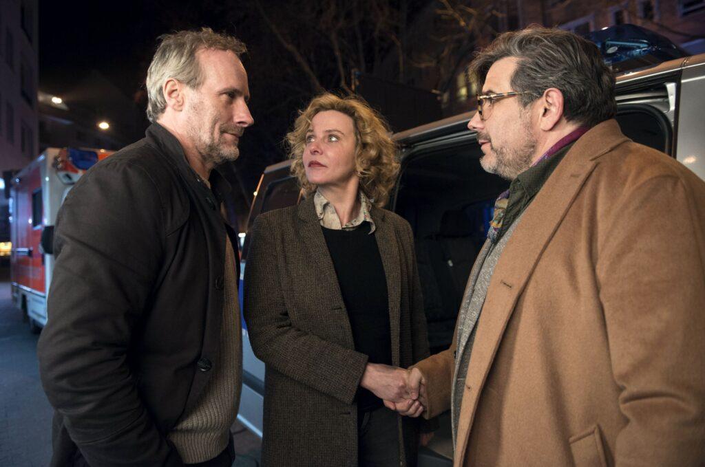 Hauptkommissar Paul Brix (Wolfram Koch, links), Hauptkommissarin Anna Janneke (Margarita Broich) und Fosco Cariddi (Bruno Cathomas).