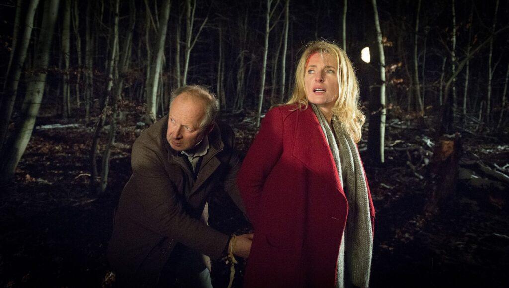 Borowski (Axel Milberg) und Lindholm (Maria Furtwängler) versuchen dem Entführer zu entkommen.