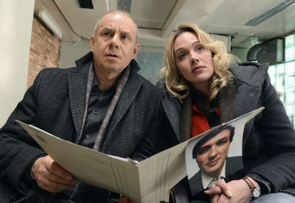 Kriminalhauptkommissar Frank Steier (Joachim Król) und Kriminalkommissarsanwärterin Linda Dräger (Alwara Höfels).