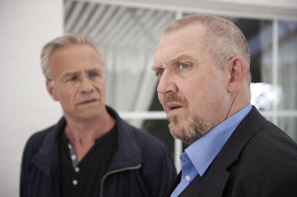 Einem Familiengeheimnis auf der Spur: Kommissare Freddy Schenk (Dietmar Bär, r) und Max Ballauf (Klaus J. Behrendt, l).