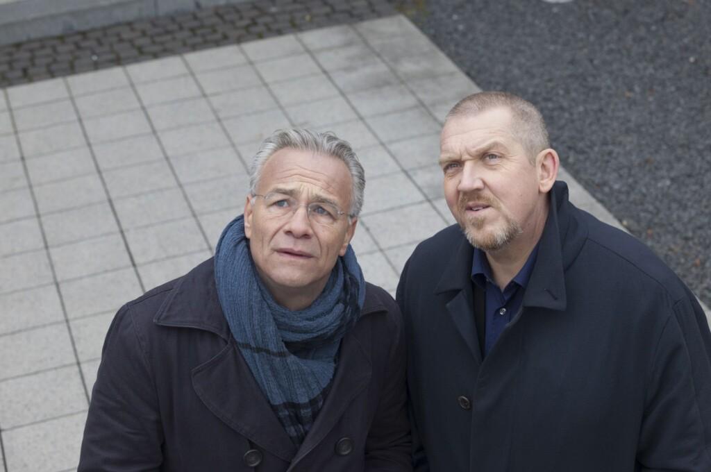 """Die Kölner Kommissare Max Ballauf (Klaus J. Behrendt, l.) und Freddy Schenk (Dietmar Bär, r.) ermitteln im Fall """"Wahre Liebe""""."""