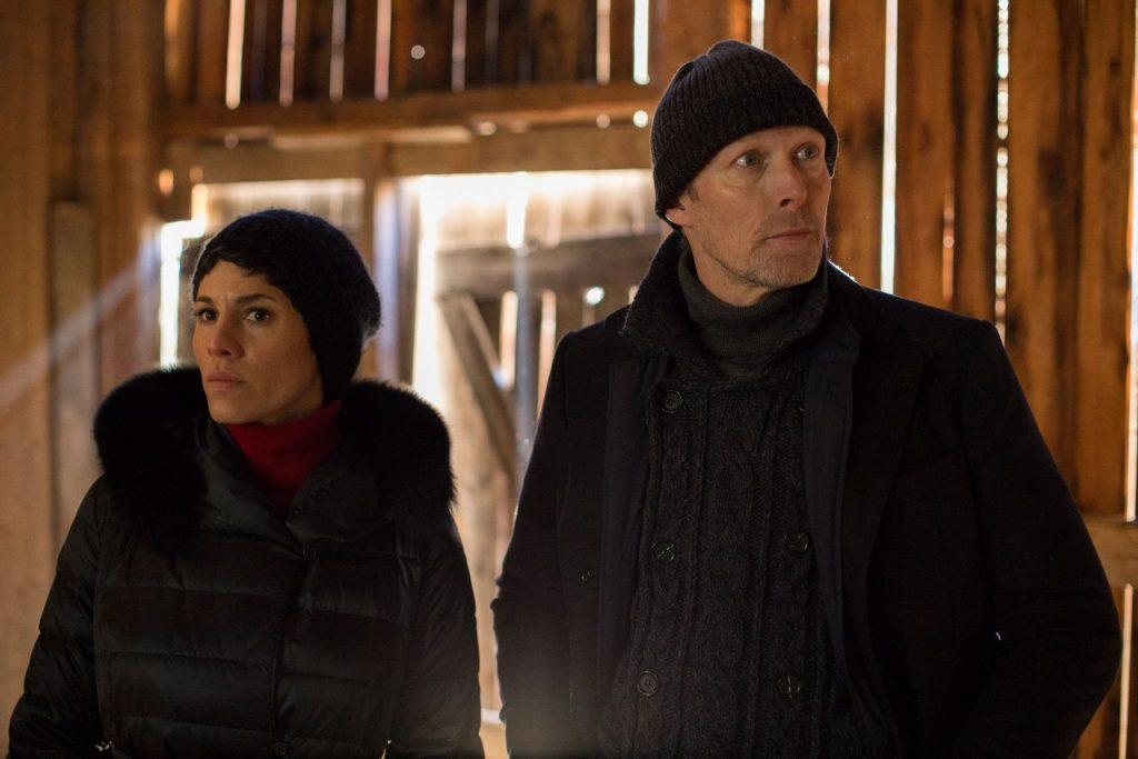 Jackie Müller (Jasmin Gerat ,li.) und Harald Bjørn (Lars Mikkelsen re.)