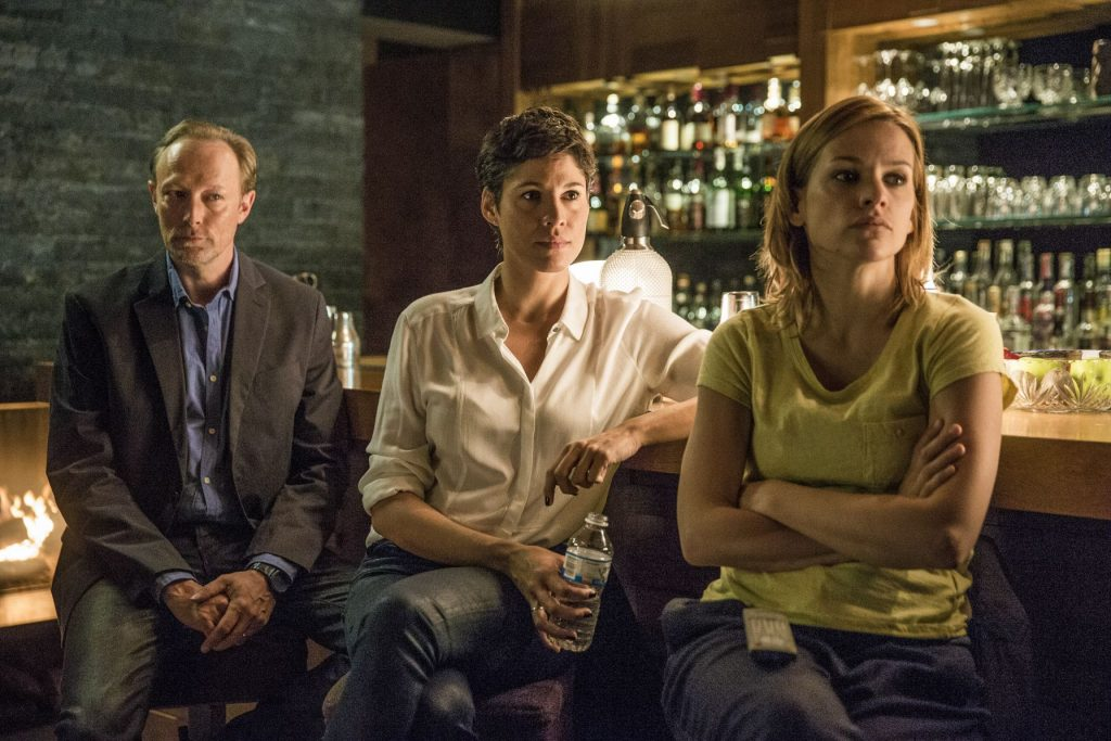 Harald Bjørn (Lars Mikkelsen, li.) Jackie Mueller (Jasmin Gerat, mitte), Alicia Verbeek (Veerle Baetens, re.)