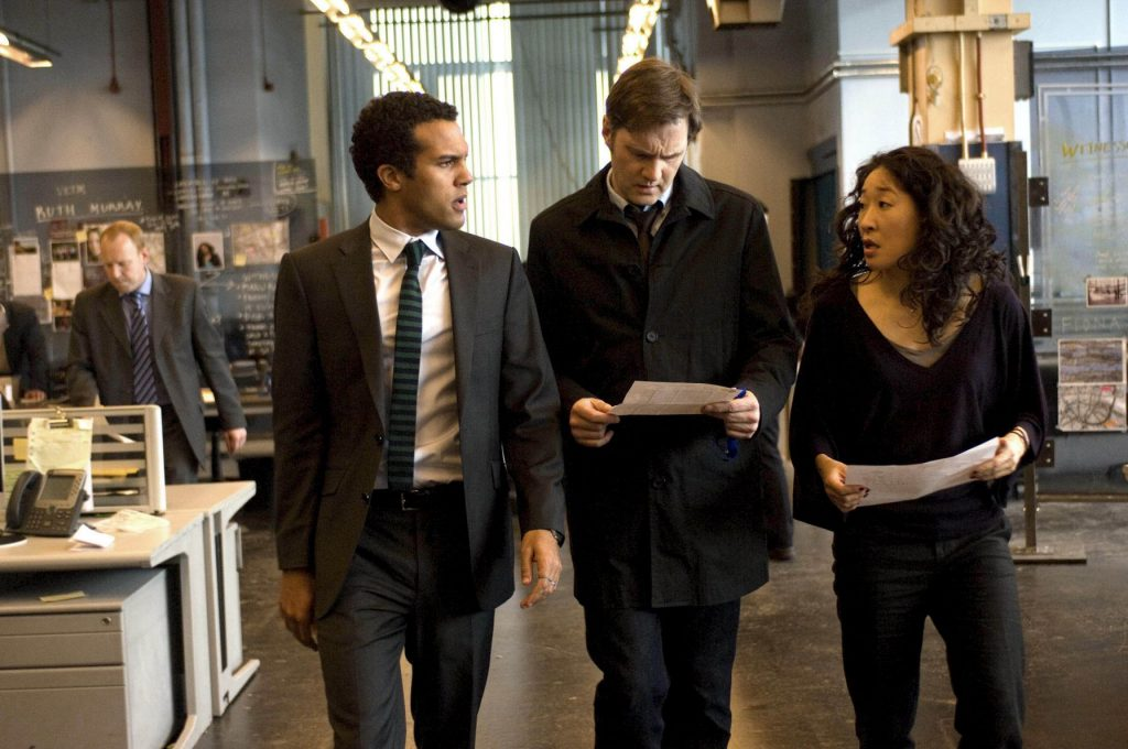 Dave Holland (O.T. Fagbenle, l.) Tom Thorne (David Morrissey, M.) und Sarah Chen (Sandra Oh)