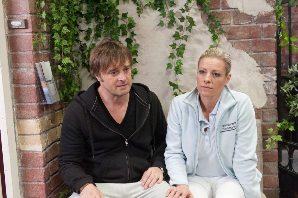 Paul (Eric Langner) und Sonja (Anne Apitzsch) sind ratlos, wie es mit ihren Kindern nach den jüngsten Eskapaden weitergehen soll.