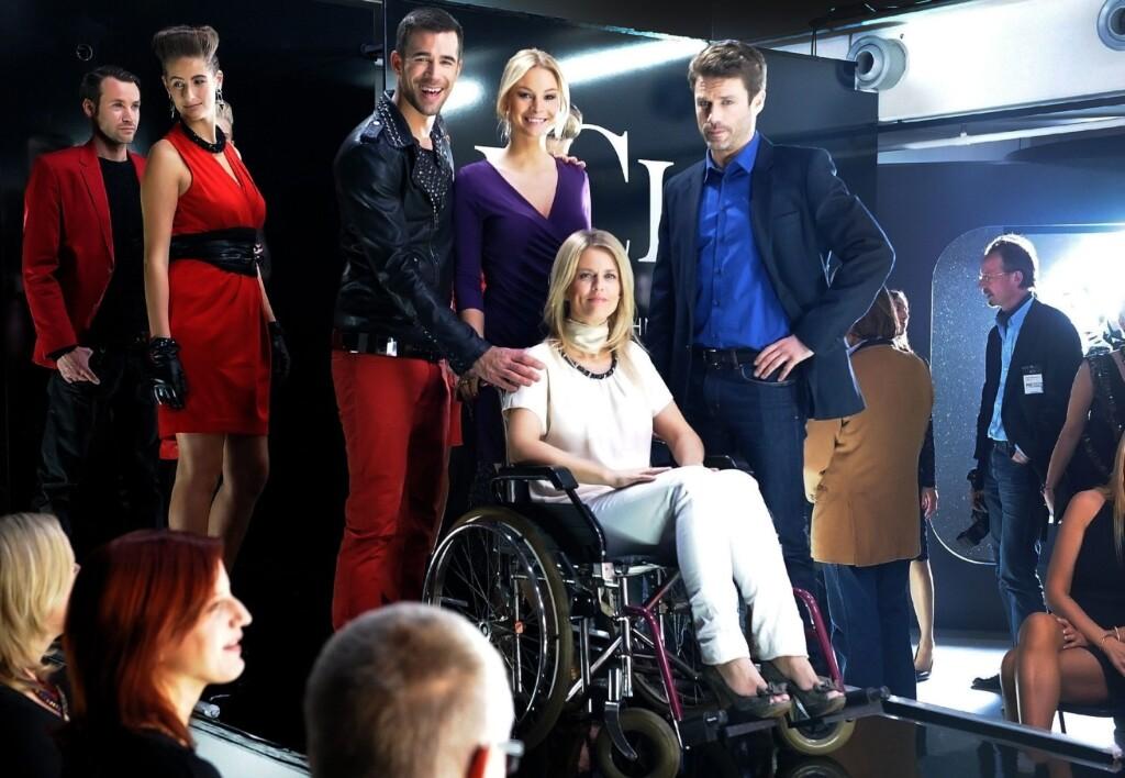 Die große Modenschau ist in vollem Gange: Allen stockt der Atem, als Tanja plötzlich und völlig unerwartet auf der LCL Show auftaucht