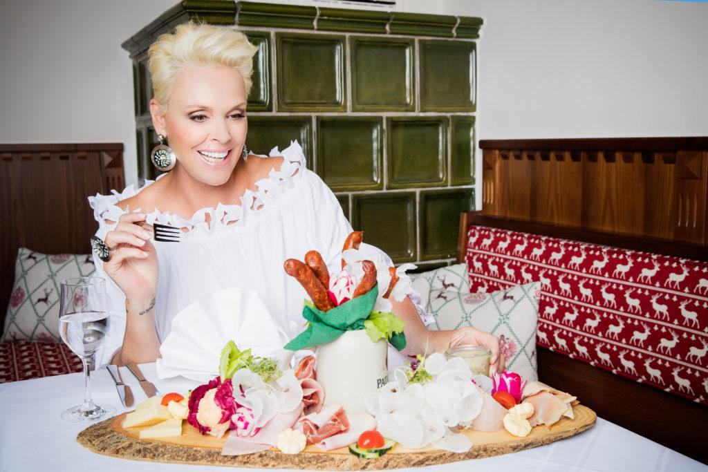 """Brigitte Nielsen moderiert die neue Doku-Soap """"Wirt sucht Liebe"""" bei RTL II"""