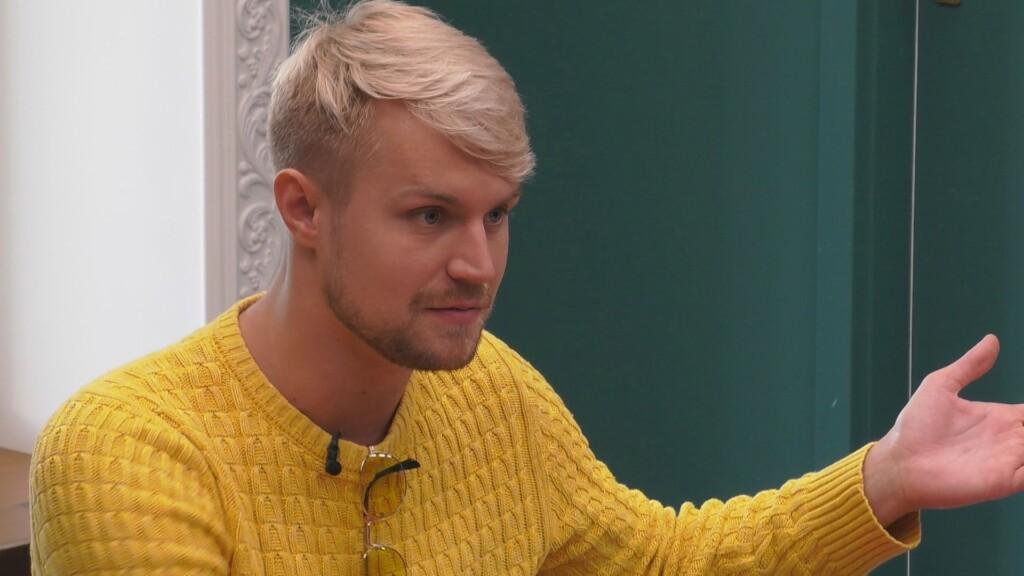 Promi Big Brother 2020 Tag 19 - Aaron versucht Emmys Wissenslücken zu füllen