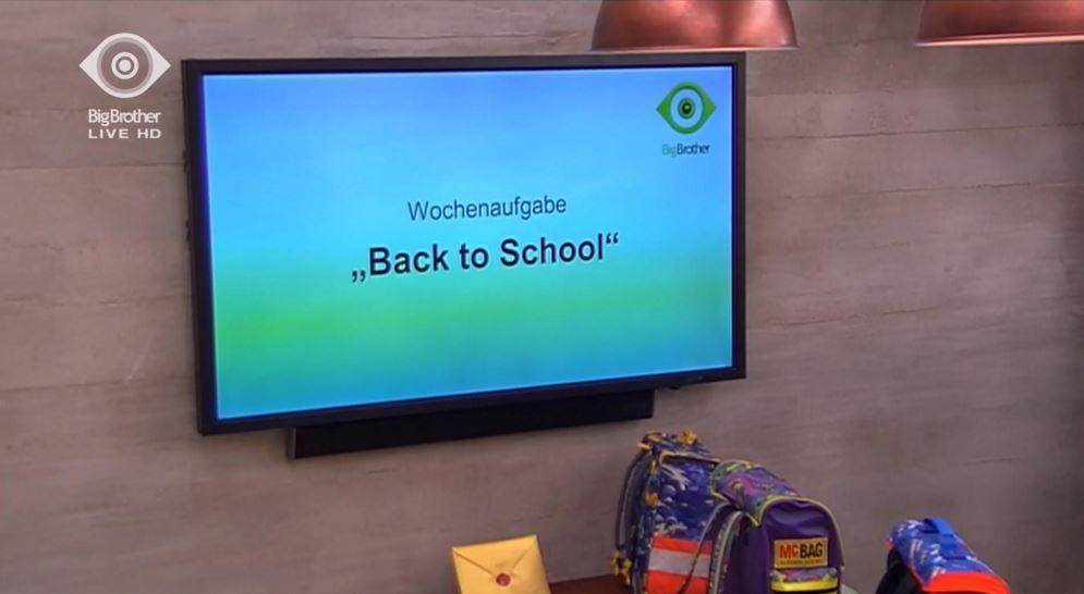 """Die Bewohner haben heute ihre neue Wochenaufgabe """"Back to School"""" erhalten."""