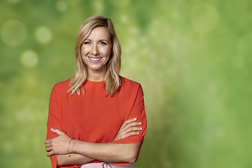 """Andrea Kiewel moderiert wie in jedem Jahr den """"ZDF-Fernsehgarten""""."""