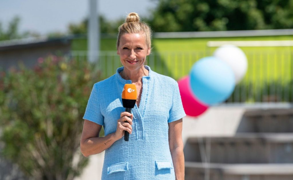 Andrea Kiewel moderiert den ZDF Fernsehgarten.
