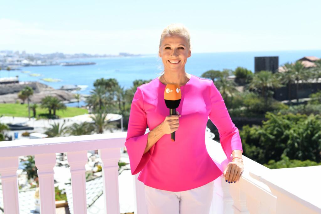 Moderatorin Andrea Kiewel hat sich zur Auftaktsendung für die Farbe Pink entschieden.